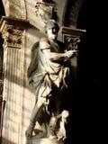 Statue eines Heiligen in der Kirche Stockbild