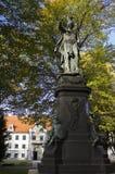 Statue eines Heiligen in Deutschland in Europa an einem sonnigen Tag in später SU Stockbilder