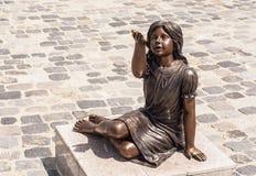 Statue eines kleinen Mädchens Lizenzfreie Stockbilder