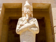Statue eines Pharaos im Karnak Lizenzfreies Stockfoto