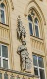 Statue eines Ritters auf einem Haus in Lvov Stockbilder