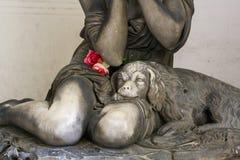 Statue eines Sorgen machenden Mädchens Lizenzfreie Stockbilder