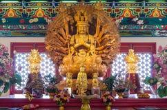 Statue en bois d'or de Guan Yin Photographie stock libre de droits