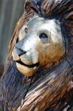Statue en bois de lion Photographie stock libre de droits