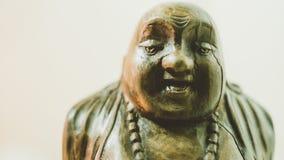 Statue en bois riant Bouddha Le caractère du bouddhisme chinois unfocused Image libre de droits