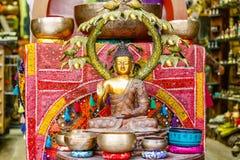 Statue en bronze décorative de Bouddha sur l'affichage chez Camden Market à Londres Images stock