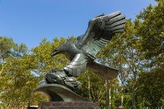 Statue en bronze d'aigle à l'intérieur du mémorial de Côte Est photos stock