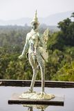 Statue en bronze dans la piscine de la Thaïlande Image stock