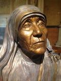 Statue en bronze de Mère Teresa dans la cathédrale New York du ` s de St Patrick Photo stock