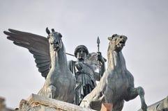Statue en bronze de victoire Winged sur Vittoriano Emanuele Monument photo stock
