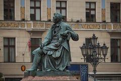 Statue en bronze néoclassique d'auteur polonais célèbre Alexander Fredro, 1897, par Leonard Marconi, place principale du marché d photographie stock libre de droits