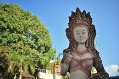 Statue en dehors d'un temple thaïlandais photographie stock