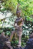 Statue en jardin de magie de Bouddha Photographie stock