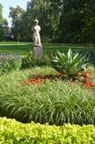 Statue en parc Photos stock
