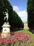 Statue en parc Photo libre de droits