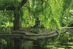 Statue en parc Images libres de droits
