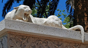 Statue en pierre d'une panthère photos libres de droits