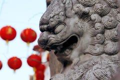 Statue en pierre du lion chinois dans la ville de la Chine Image libre de droits