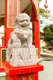 Statue en pierre simple de lion de plan rapproché dans le temple de baie d'échec, Hong Kon Photos stock