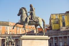 Statue equestri di Charles III della Spagna e di Ferdinand I, re di Napoli, Napoli, Italia Fotografie Stock Libere da Diritti