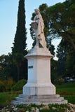 Statue et arbres de Giorgione dans Castelfranco Vénétie, Trévise, Italie Photo stock