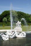 Statue et fontaine au palais de belvédère, Vienne, Autriche photographie stock libre de droits
