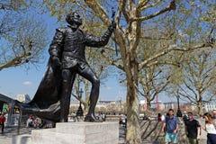 Statue et foule de Hamlet sur la banque du sud photo libre de droits