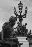 Statue et lampadaire, Paris Images libres de droits
