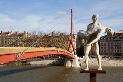 Statue et Passerelle du Palais Photos stock