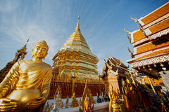 Statue extérieure de Bouddha de Wat Phra That Doi Suthep dans Chiangmai, Thaïlande Images stock