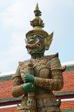 Statue géante de gardien dans le palais grand Image libre de droits