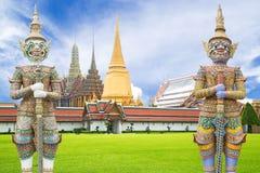 Statue géante de gardien en Wat Phra Kaew Grand Palace Bangkok Photos stock