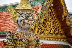 Statue géante de gardien puissant au temple d'Emerald Buddha Photos libres de droits