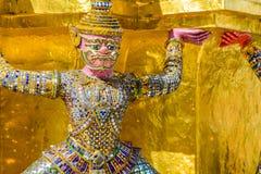 Statue géante thaïlandaise dans le temple à Bangkok, Thaïlande Photos libres de droits