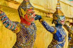 Statue géante thaïlandaise dans le temple à Bangkok, Thaïlande Photographie stock