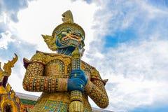 Statue géante thaïlandaise dans le temple à Bangkok, Thaïlande Images libres de droits