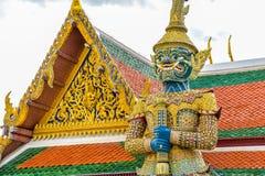 Statue géante thaïlandaise dans le temple à Bangkok, Thaïlande Image libre de droits