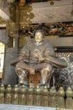 Statue gardant l'entrée à un temple à Nikko Japon photographie stock