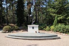 Statue gefallener Soldat auf dem Feld der Ehre Loenen in den Niederlanden lizenzfreie stockfotografie