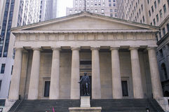 Statue of George Washington at the entrance of the Federal Hall, New York City, NY Royalty Free Stock Photography