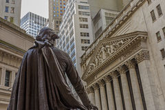 The statue of George Washington and the Stock Exchange building Stock Photos