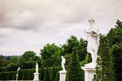 Statue in giardino del palazzo di Versailles immagine stock libera da diritti