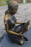 Statue of girl reading Royalty Free Stock Images