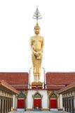 Statue grande de Bouddha avec 3 portes rouges sur le fond blanc Photos stock