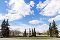Statue granitique de Lénine au centre de la place de cercle Image libre de droits