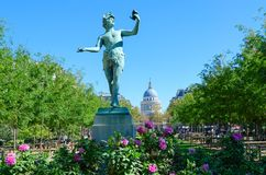 Statue of Greek actor L`acteur grec rehearsing text in Luxembourg Garden, Paris, France. Pantheon on background. PARIS, FRANCE - SEPTEMBER 7, 2018: Statue of stock images
