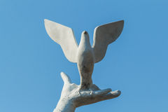 The statue of hands and pigeons Royalty Free Stock Image