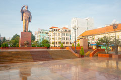 Statue Ho Chi Minh standing saluting mounted on high plinth over Stock Image