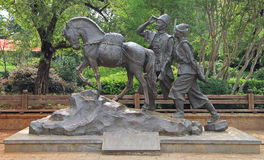 Statue of horse and two men in Lijiang Royalty Free Stock Images