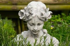 Statue im Garten. Stockfotografie